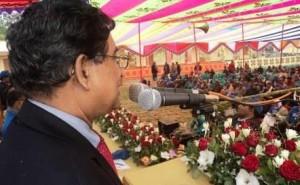 পুনর্মিলনী অনুষ্ঠানে বক্তৃতা করছেন ড. আবদুর রাজ্জাক।