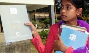 মাদ্রাসা বোর্ডের নতুন বই হাতে কলাপাড়ার এক শিক্ষার্থী। ছবি: প্রতিনিধি