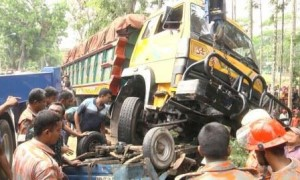 Barisal news, file-1, Road accident dead Five-16.04.15-2