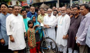 Khulna BNP provides riskshaw to rakib family