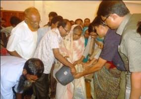 matia chowdhury distributes rice among poor